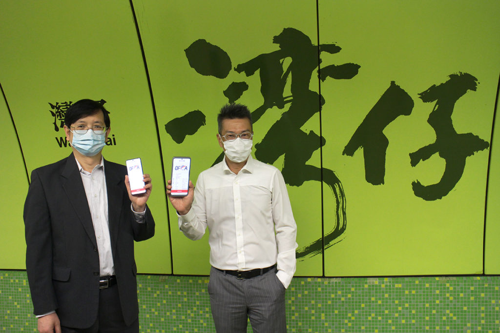 HKT 無線網絡工程及營運主管孫兆文(左)表示,將港鐵內2,100MHz頻譜調撥予5G網絡,好處是 5G 網絡用戶有獨立頻段使用,毋須擔心與 4.5G 用戶爭奪頻寬,亦可保持現時 4G 服務水平。