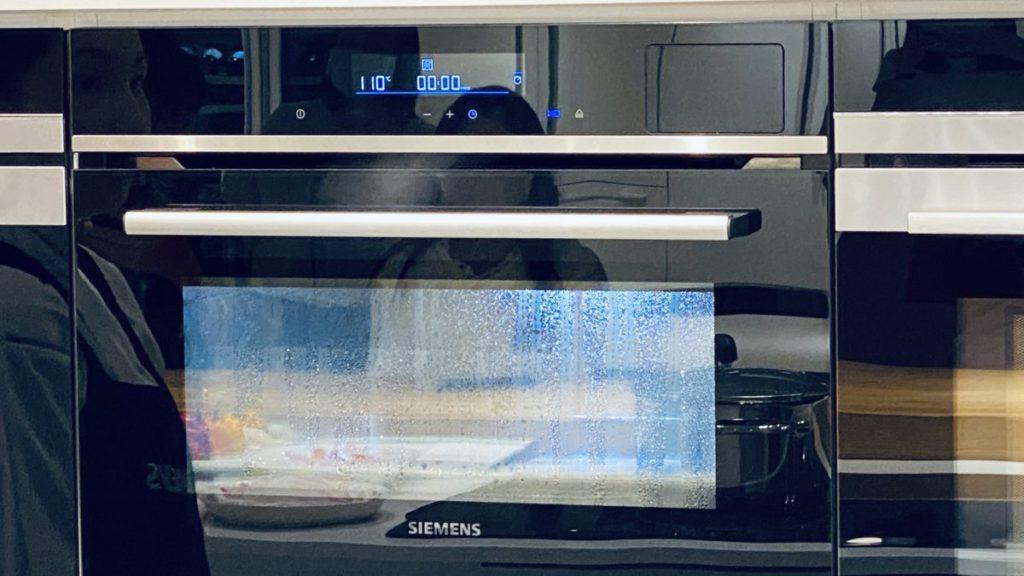 自動感溫,爐腔加熱到 110°C 才會開始煮食計時