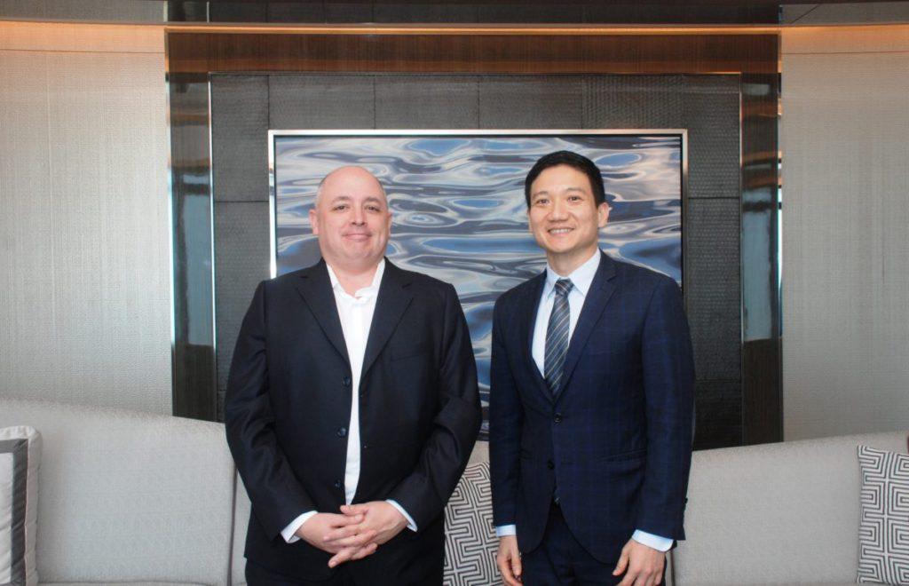 受訪的高級副總裁兼資訊總監 Mr. Avery Palos (左)及數碼轉型副總裁林倡堯先生 ( Mr. Chang Lim )(右)。
