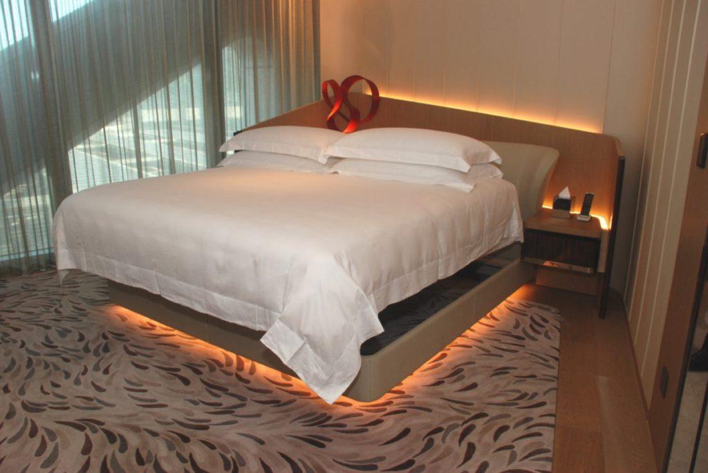 睡床特設智慧升降系統,方便員工更換床鋪及被套等等。