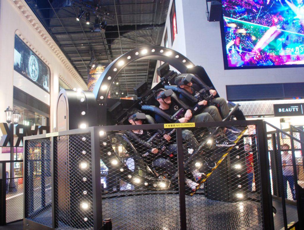 迴旋 360° 模擬了 3 軸陀螺儀的運動,通過繞軸自由旋轉,提供 360° 的自由度和驚險刺激。