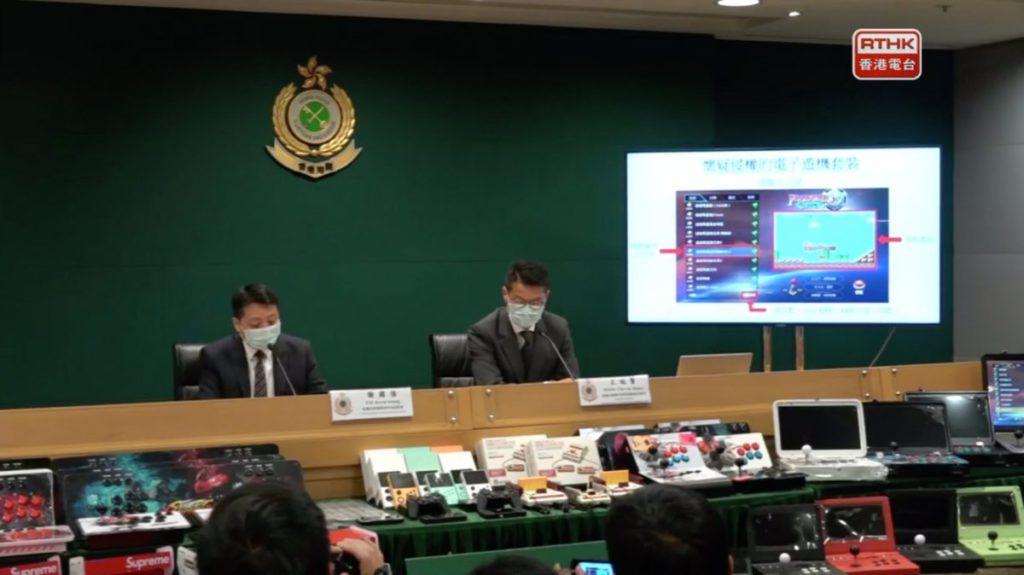 海關召開記者會,總結昨日打擊售賣盜版電子遊戲機的行動(來源:香港電台)。