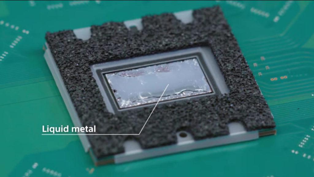 為了提升散熱效能, Sony 在 SoC 與大型散熱片之間用上了液態金屬作傳導媒介。 Sony 指為了使用液態金屬花了兩年時間籌備。