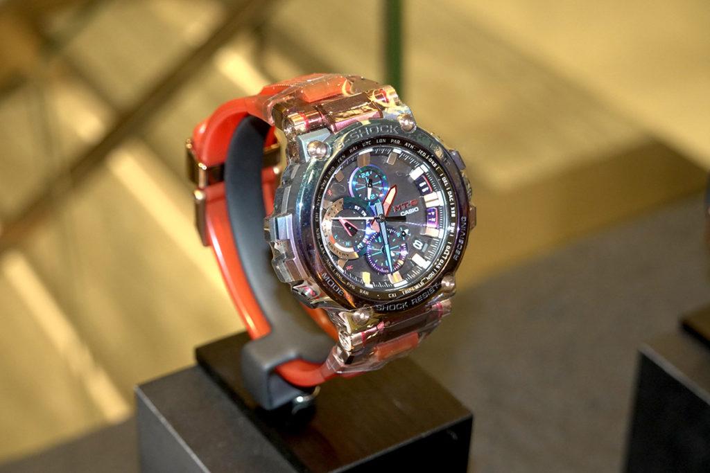 行針 Frogman 潛水錶也來個色彩斑斕的新色限量版。