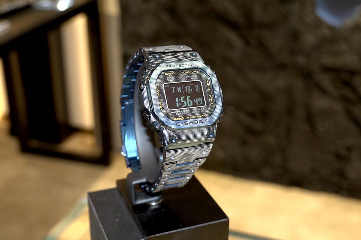 最後,G-SHOCK WOMEN金屬系列就大玩半透明錶帶及迷彩圖案。