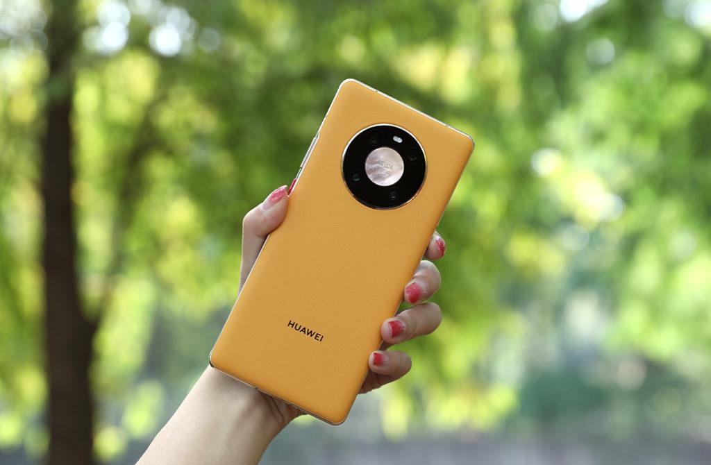 HUAWEI Mate 40 加入新色黃色,相當搶眼。