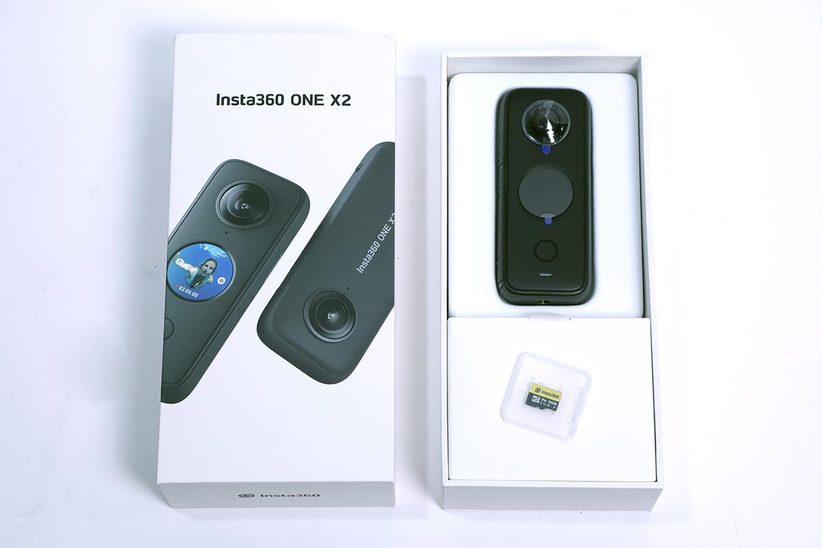 《PCM》率先開箱 ONE X2, 包裝盒比較大個,裡面附 USB-C 線、便攜保護機套。