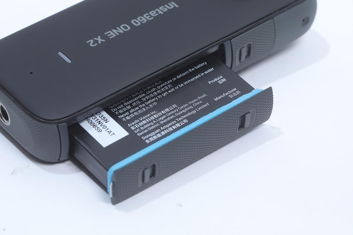 1,630mAh 的電池也有防水膠邊保護。