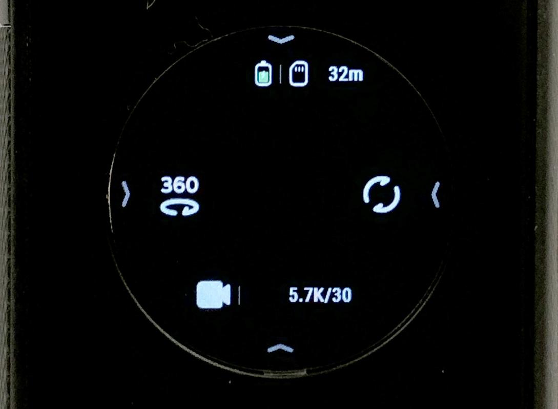 ONE X2 的主介面,選單也是在上下左右四邊拉入中間,以及畫面左、右及下方為快捷鍵。