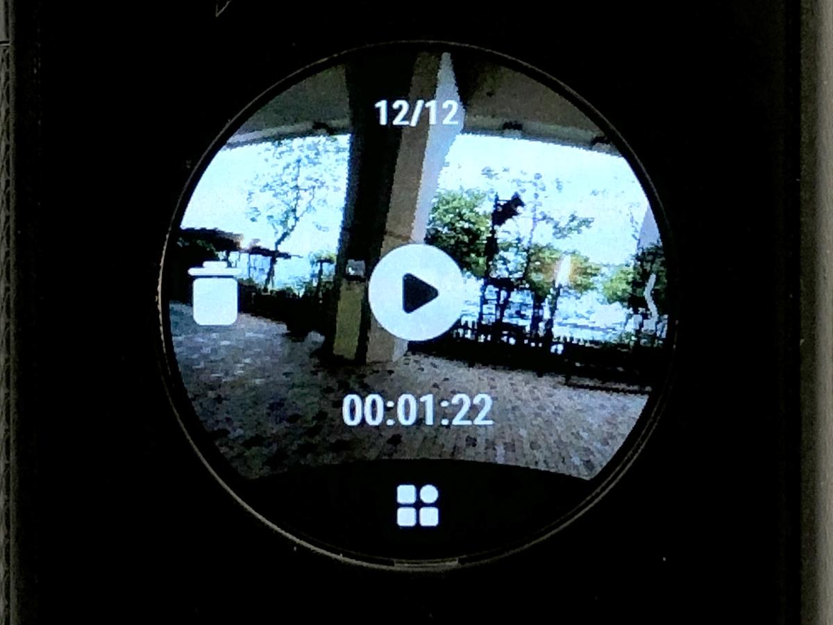 由左向右拉為播放選單,可在此觀看相片或影片,不過如子彈時間等等效影片則不能直接播放,要在使用 app 或電腦軟件。
