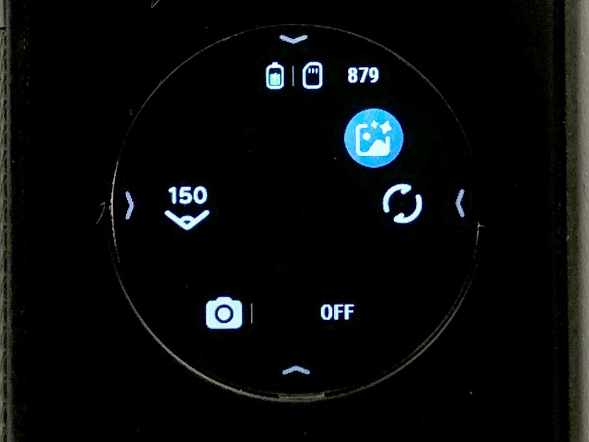 拍攝相片時,點選左方可選擇拍攝範圍,如 360° 全景或 150° 前景,又會自動偵測是否夜景模式,如不需要可選選右上方藍色的圖示即可關閉。