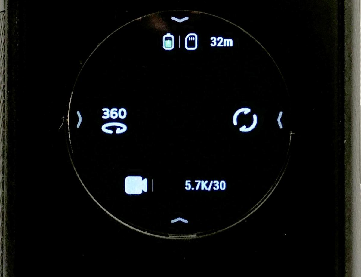 攝錄影片時,最高可達 5.7K@30fp,點選右方就可將鏡頭主畫面置中前方或中後方(即對正自己)。