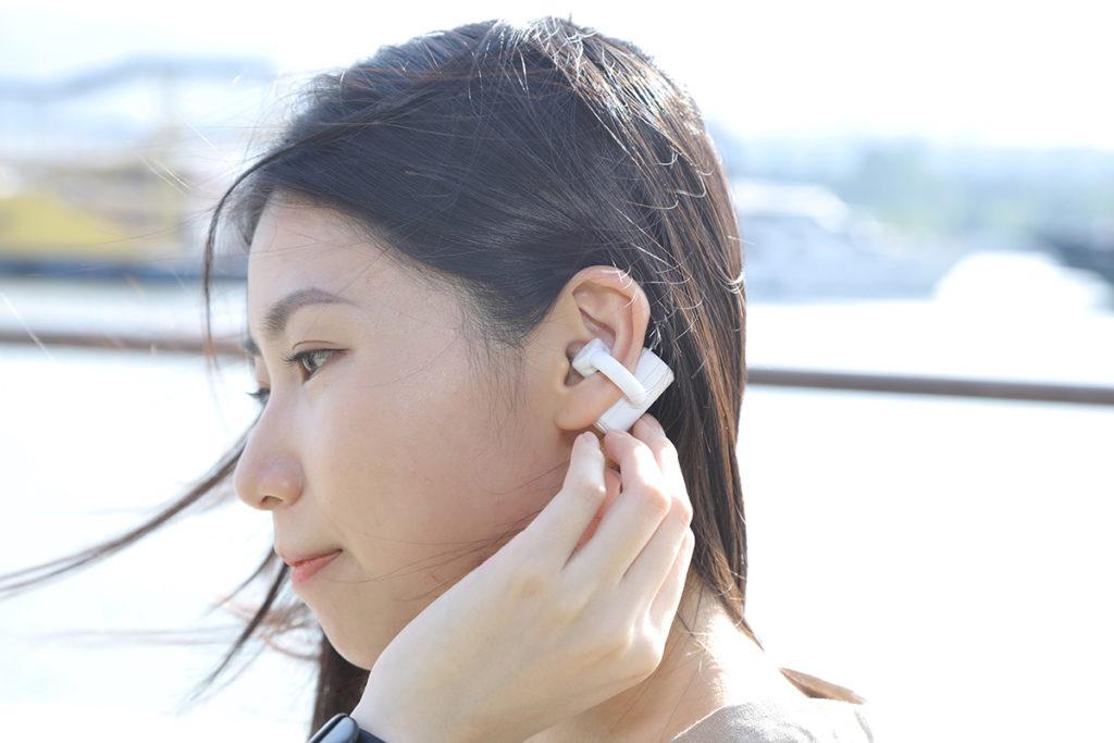 造型非常特別,實際每邊耳機重量僅 9g,非常輕巧。