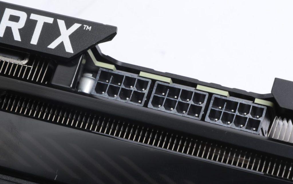 採用3×8-pin PCI-E供電。