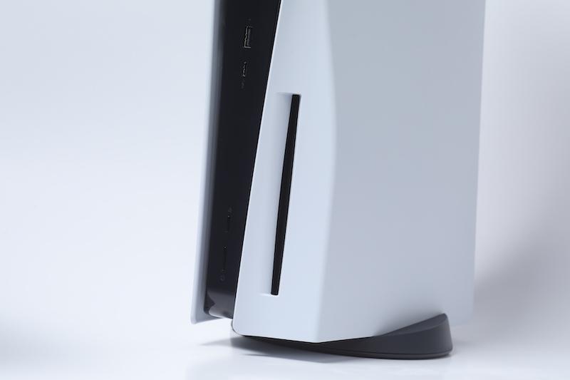 主機前設有光碟盤、 USB Type-C 及 USB 3.1 。