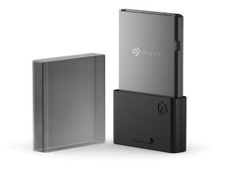 背面需要用到官方專用的 Seagate SSD 卡才能擴充容量。