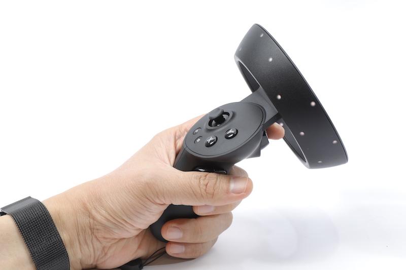 控制器採用可見光追踪,手感不俗。