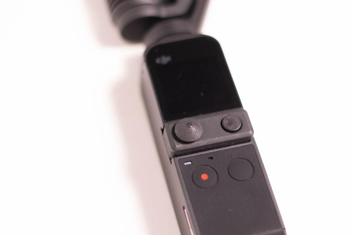 Pocket 2 設有迷你遙控杆,無需透過觸控屏幕控制。
