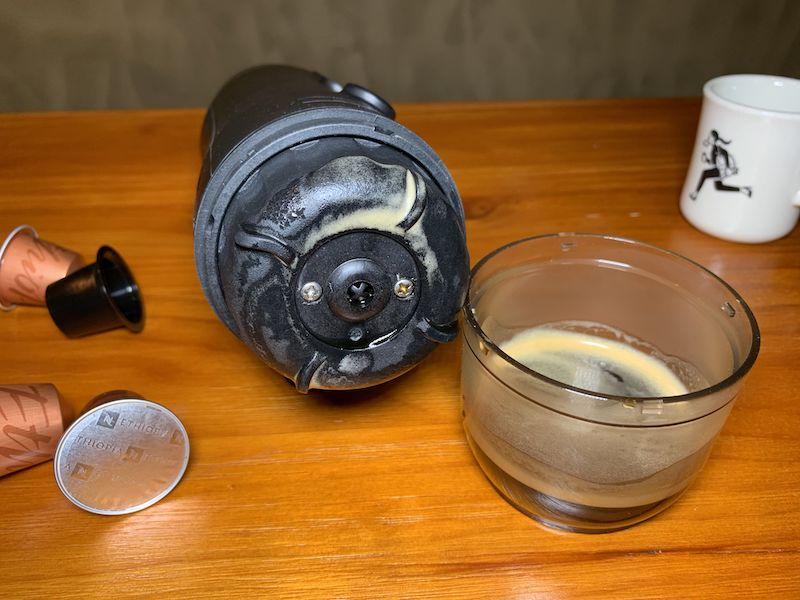 沖調出來的咖啡帶有濃郁的 crema 。