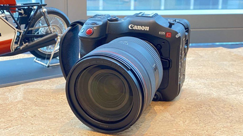 機身僅重 1.17kg 是 Canon 目前最小巧的 Cinema EOS 4K 型號
