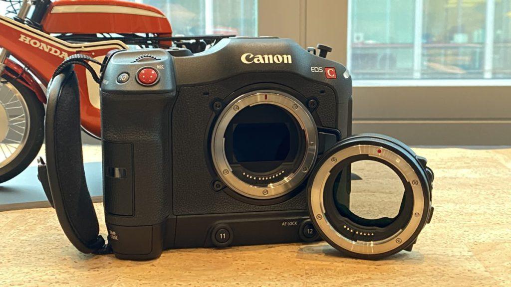 可以使用 EF 接環,去使用現有的 EF 系列鏡頭