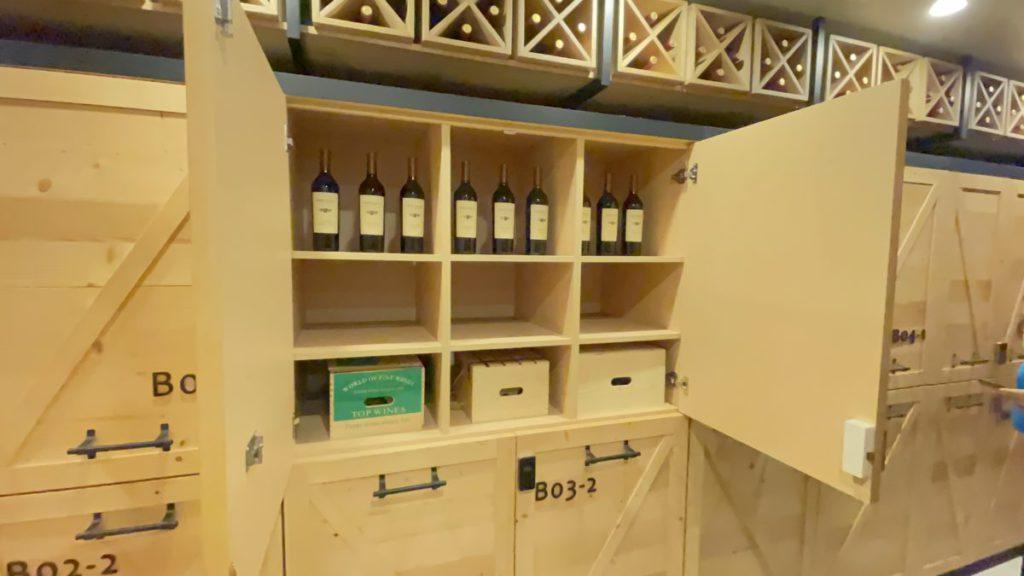 大型的紅酒櫃可以存放超過 350 支酒