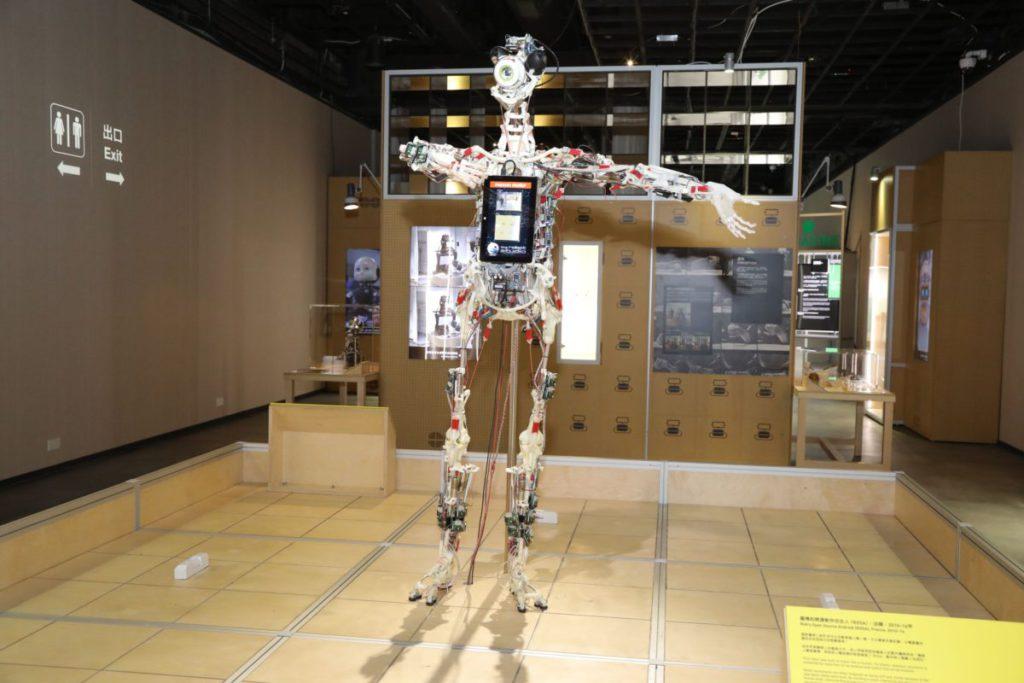 此組機械裝置能看到機械如何組成人型。