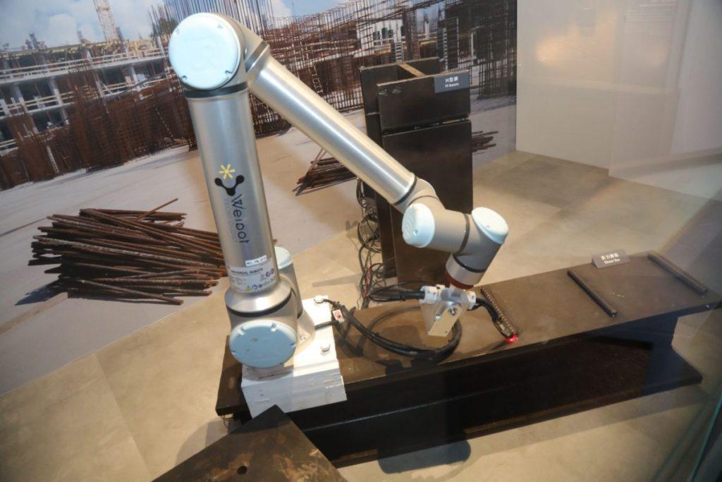 燒焊自動化需高度的精準度,因為鐵枝的弧度不一,自動化過程需量度再執行。