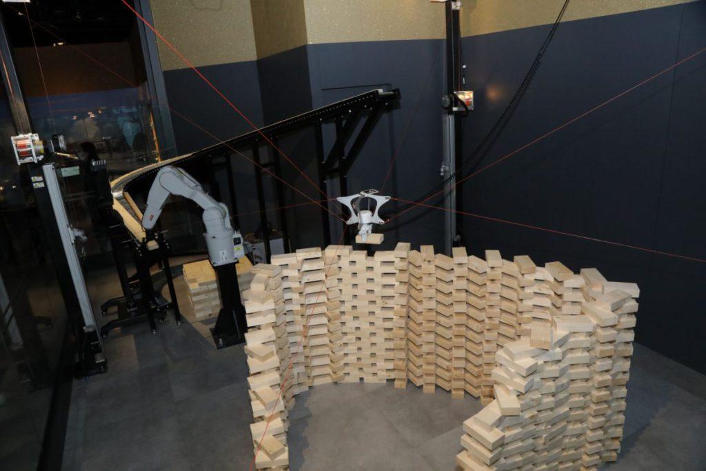 自動砌磚技術是新發展。