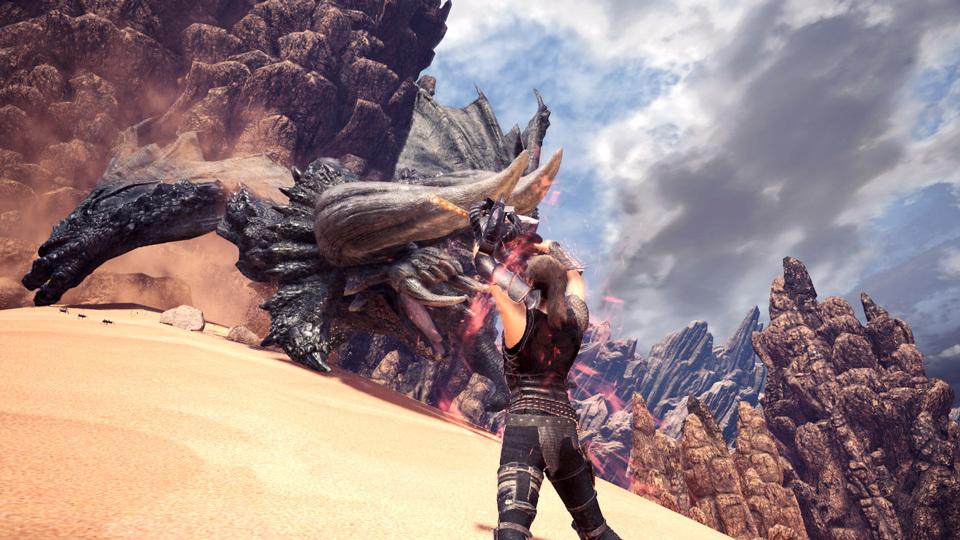 當初發表劇照時不少玩家指責「用火屬性武器攻擊不怕火屬性的角龍」,慶幸今次遊戲中是使用無屬性武器。