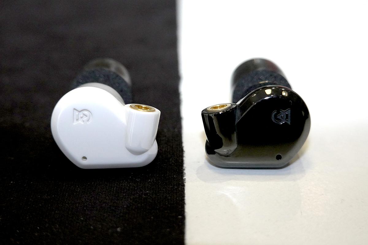 Campfire Audio 最新的「瓷」世代發燒靚聲耳機,左為 Vega 2020,右為 Dorado 2020。