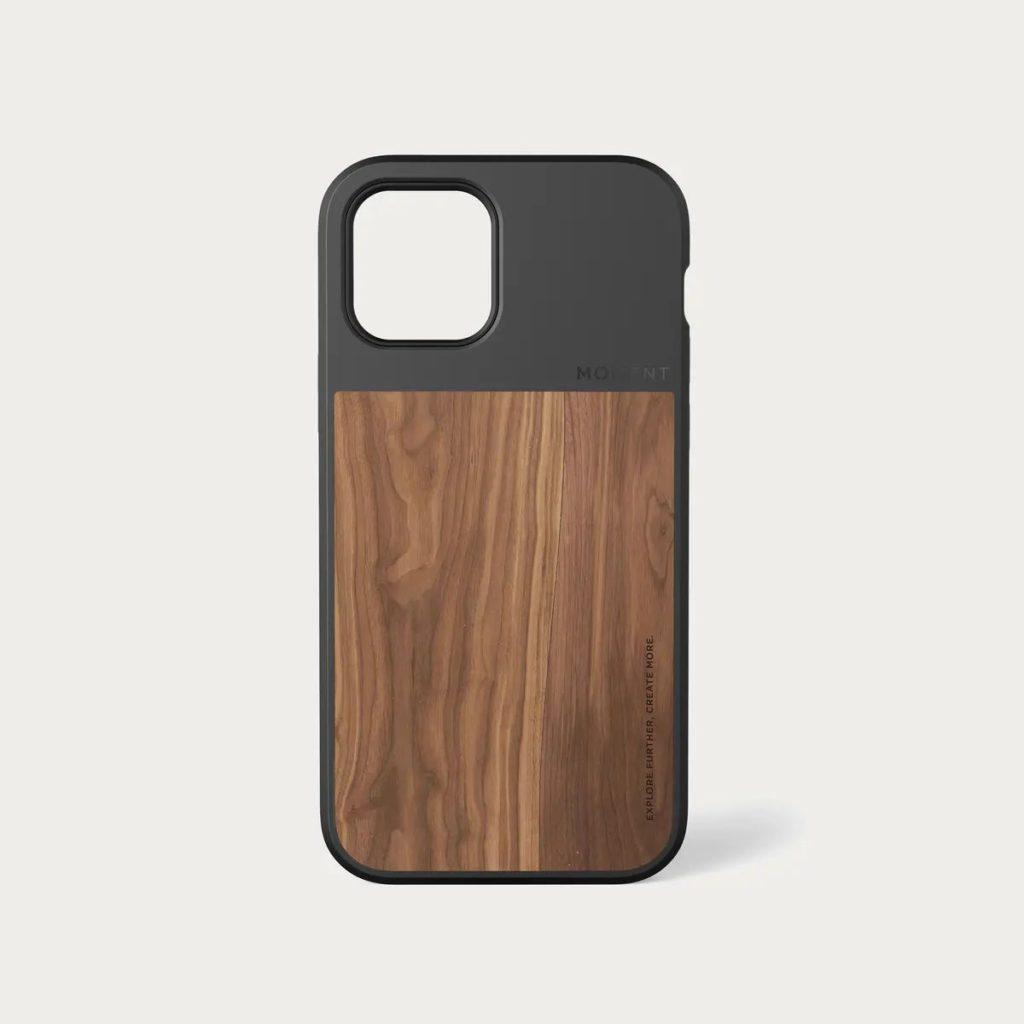 這款木紋 iPhone 12 MagSafe 手機殼設計典雅。
