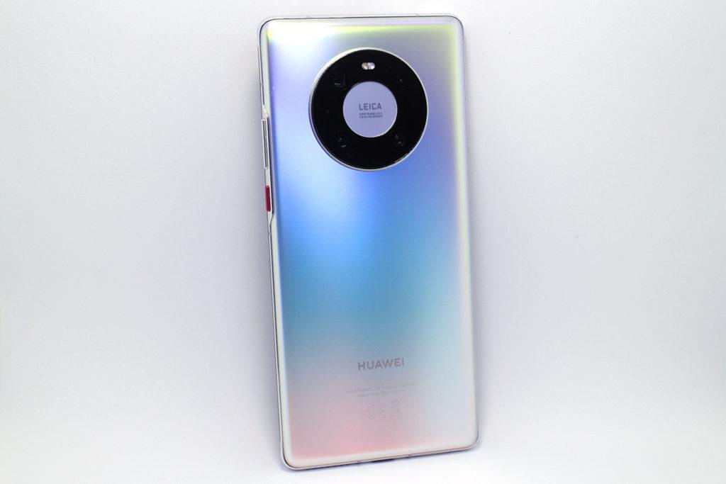 「 Mystic Silver 」看似銀色,但機身在不同光源情況下會呈現出幻彩效果。