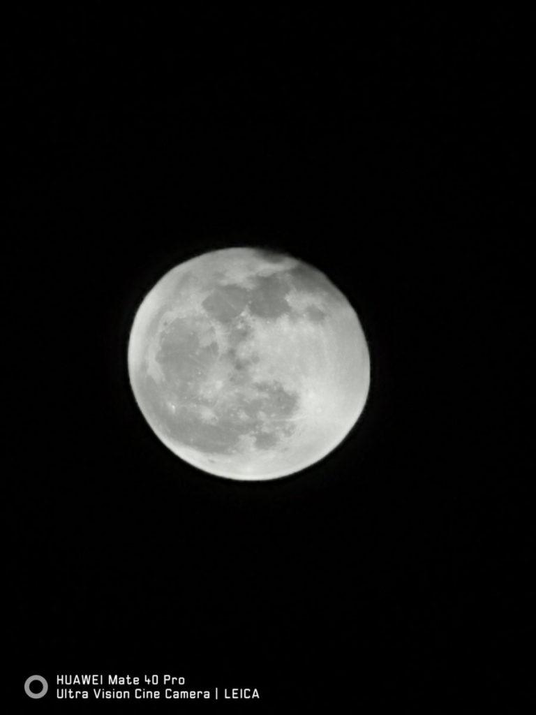 50 倍變焦加上 AI 辨識,拍攝月亮沒有難度。