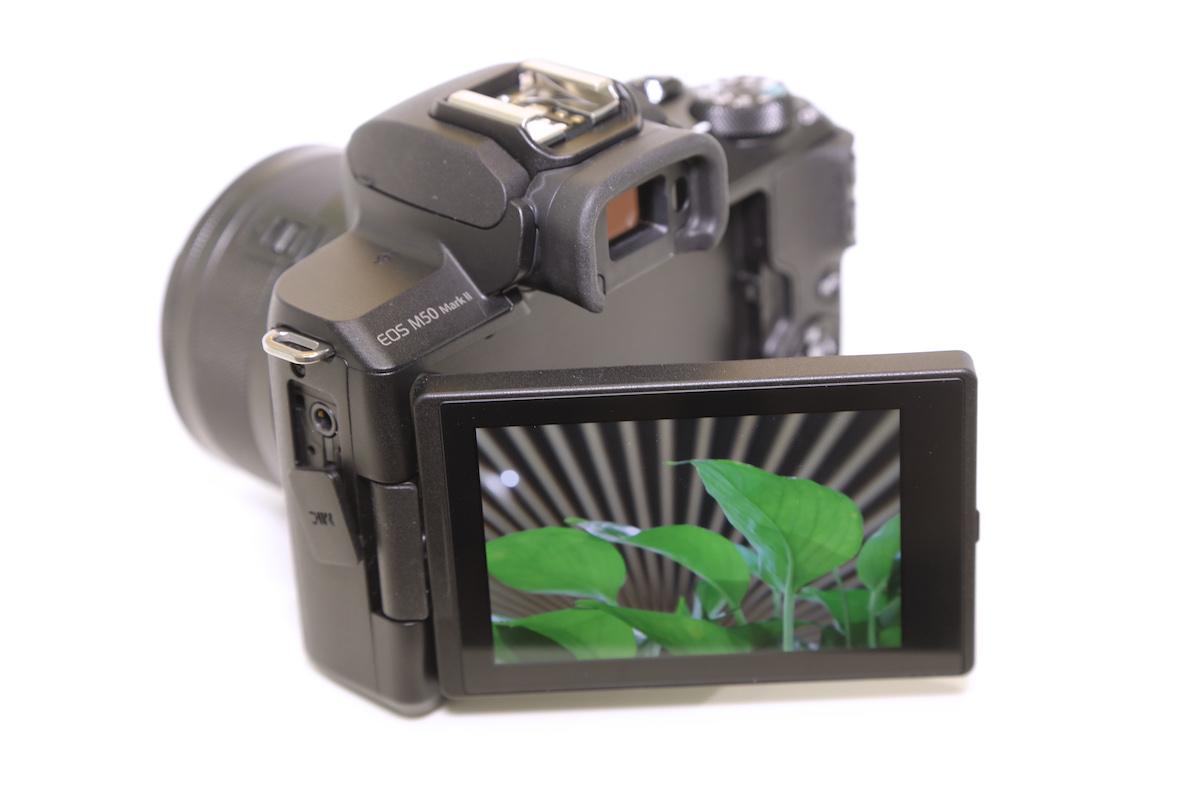 """3"""" 觸控屏幕為可旋轉式設計,方便可作任何角度的取景,今次更加入 Tap AF 功能。"""