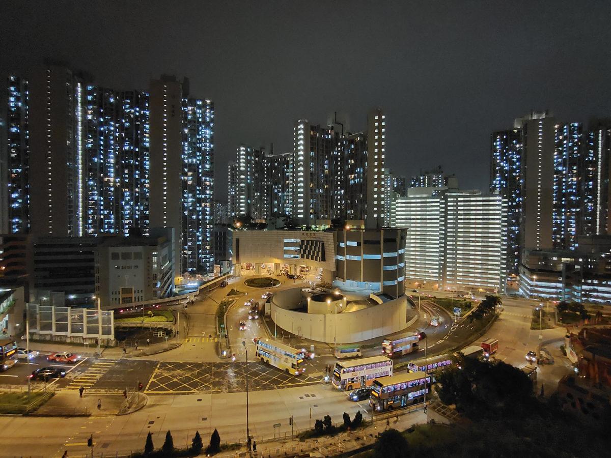 透過AI夜景功能,在拍攝夜景時可以準確計算複雜的光線環境忠實還原夜景層次。