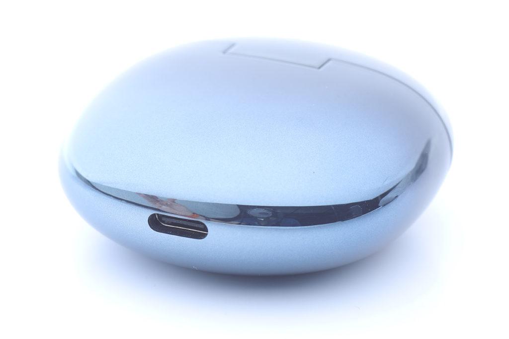 vivo TWS Neo單次充滿電後最長可使用 4.5小時,而搭配使用USB-C介面便攜充電盒更可實現最多22.5小時的使用時間。