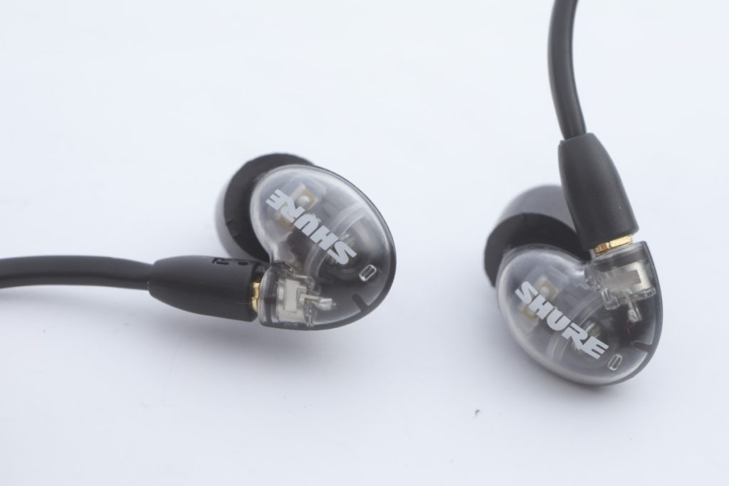 AONIC 4 是 Shure 首隻圈鐵混合單元耳機