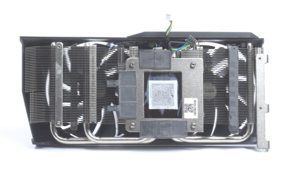 散熱器採用 4 根 heatpipes 設計