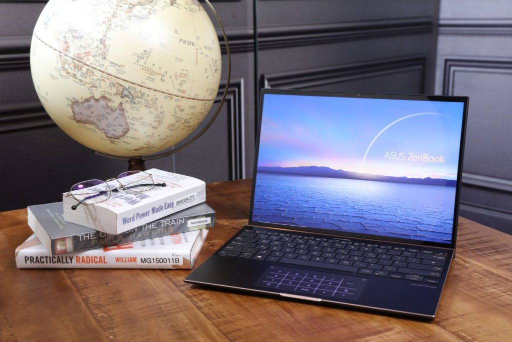 採用 3:2 比例 3.3K 解像度屏幕的 ZenBook S