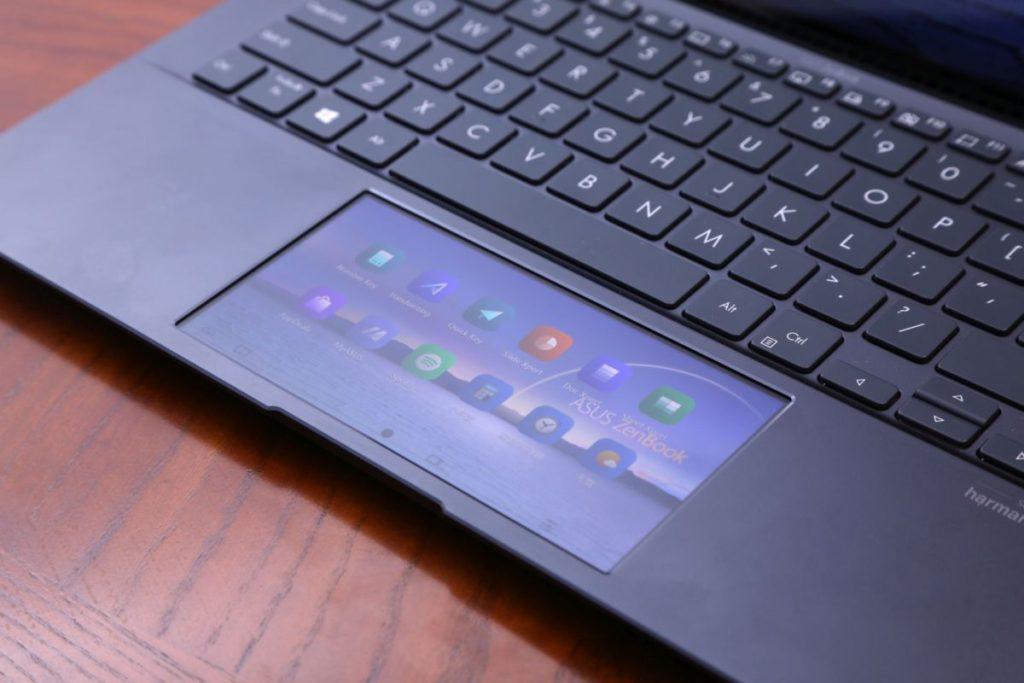 ASUS ScreenPad 2.0 智慧觸控板,配合 ScreenXpert 2.0 介面設計,提供多功能應用程式,而且採用介面亦經過改良,使用體驗較接近智能手機。