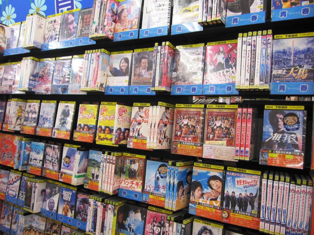 受疫情影響,有些影碟押後甚至取消發售,令到從影像產品所得的音樂版權費也有所減少。