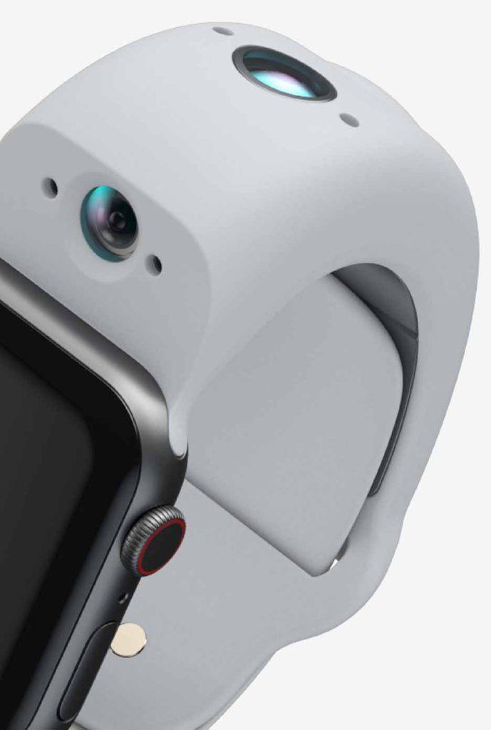 具備 Sony 製的 800 萬像素後置和 200 萬像素前置鏡頭,兩邊都備有 LED 燈和收音咪。