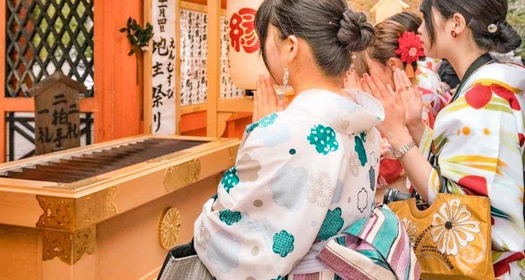 每逢新年或節慶,日本民眾都會到了神社或廟宇參拜