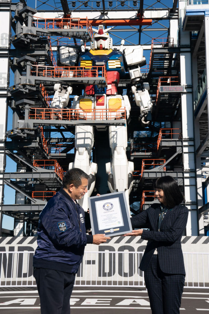 橫濱高達憑著 18 米高度獲得「最大可動型人型機械人」和「最大可動型高達」兩項世界紀錄。