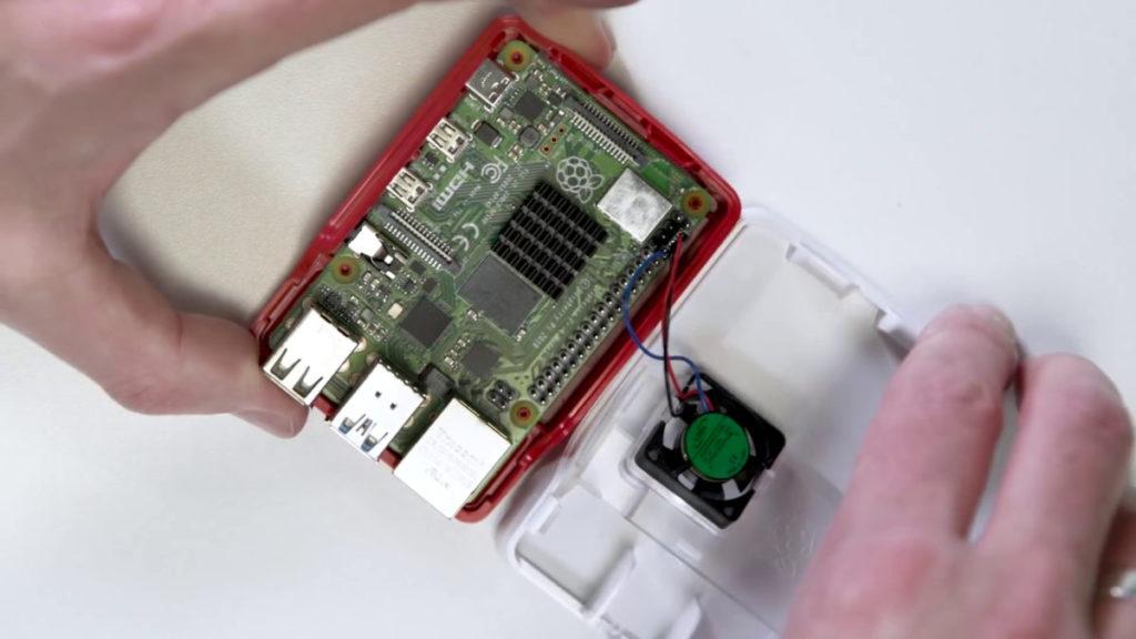 以三條線取電和連接系統,可以將處理器的熱力從 USB 方向抽出。