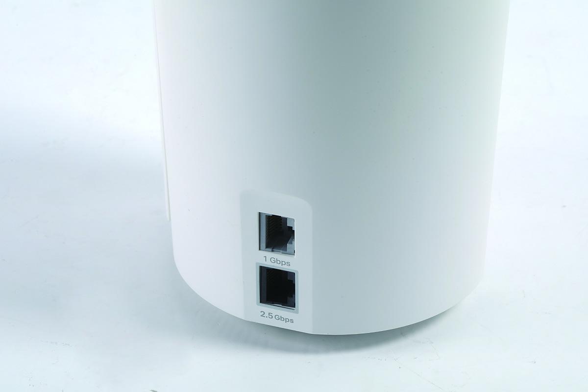 機背有 2.5Gbps WAN/LAN 及 1Gbps WAN/LAN 連接埠各一,使用起來更靈活。