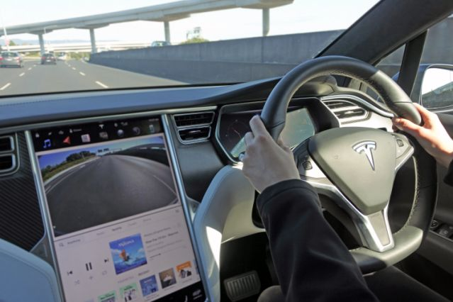 Tesla 兩款備有 NVIDIA Tegra 3 裝置的電動車被指會在快閃記憶體用光時無法起動儀錶板,構成撞車風險而需要召回。