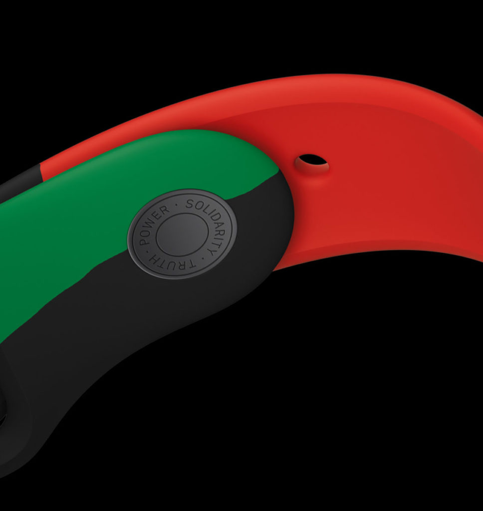 Black Unity 運動錶帶就由泛非洲旗幟上的紅、黑、綠三色組成,錶帶扣上以激光刻上「真理、力量、團結」字樣。