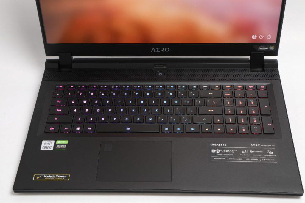 Full size RGB 鍵盤